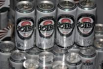 Valašský deník rozdal v podzimní části soutěže celkem 412 půllitrových plechovek piva Holba. Rovná stovka z tohoto počtu putuje k absolutní vítězce Lence Mazáčové.