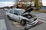 Opilý řidič Renaultu nedal v neděli 12. listopadu hodinu po poledni přednost osobnímu vozu Škoda.