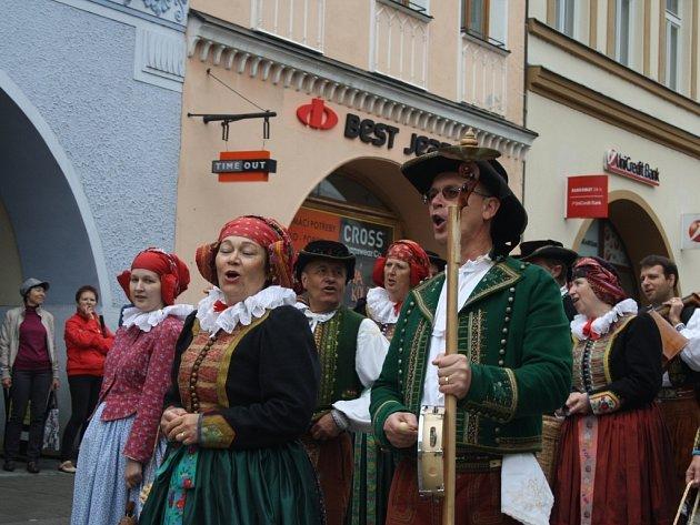 Folklorní festival Babí léto ve Valašském Meziříčí - Soubor z Hané byl slyšet