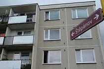 Ve Valašském Meziříčí střílel muž z balkonu.