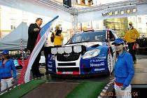 Se startovním číslem 4 vyrazila na trať Valašské rally posádka továrního Škoda Delimax týmu Pavel Valoušek – Zdeněk Hrůza na voze Škoda Fabia S2000.