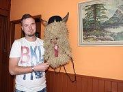 Osmadvacetiletý Rostislav Liška z Francovy Lhoty je členem místních čertovských družin od svého dětství. Svou masku si sám vyrobil a s výrobou nebo úpravou kostýmů pomáhá i ostatním. Maska na fotce patří jeho bratrovi.