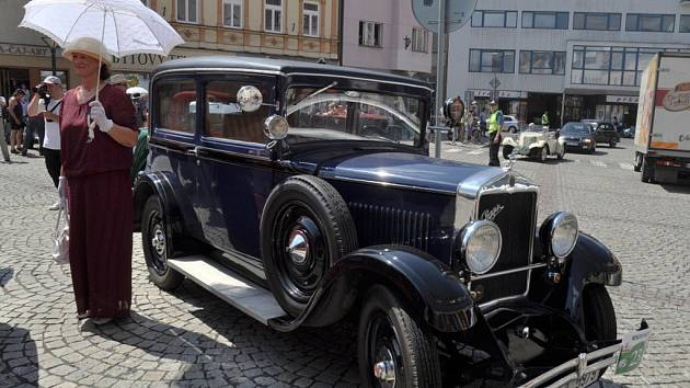 Ve Vsetíně se v pátek 26. července 2013 zastavili účastníci 16. ročníku Beskyd Rallye. Na vsetínské Dolní náměstí dorazilo více než 100 historických vozů a motocyklů.
