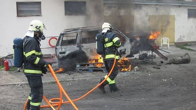 Požár terénního automobilu.
