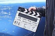 Hvězdně obsazený film Úsměvy smutných mužů natáčejí filmaři i na Valašsku. Jednu z hlavních rolí ztvárnil David Švehlík. Točilo se v Pržně a Ratiboři