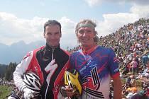 Pro fanouška zajímavý pohled do depa cyklistických týmů na Giro d´Italia 2011.