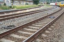 Mladý cyklista srážku s vlakem ve Valašském Meziříčí nepřežil