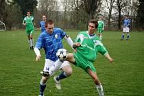 Fotbalisté Kelče (modré dresy) doma porazili Malenovice.