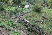 Koncem měsíce září 2018 začal na Valašsku páchat škody medvěd hnědý. Na Jasence potrhal pět ovcí. Vytahal je z této ohrady.