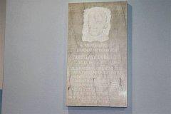 Pamětní deska věnovaná Jaroslavu Dvořáčkovi v budově krytého bazénu v Rožnově.