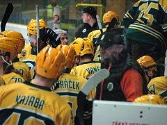 Vsetínský zimní stadion Na Lapači se v pondělí v podvečer (29. 2.) stal svědkem 3. čtvrtfinálového utkání II. hokejové ligy. Po první třetině vedli vsetínští borci 1:0.