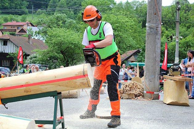Téměř třicítka borců se sešla v sobotu 12. května 2018 na třetím ročníku dřevorubecké soutěže. Bojovali o titul Prlovský dřevař. Mezi nimi i Mário Nahaj.