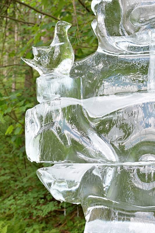Ledová socha boha Radegasta podpořila postupným roztáním vznik další tůně pod Pustevnami. Založili ji 17.6.2021 v beskydské lokalitě Pod Juráškou v Prostřední Bečvě zástupci Pivovaru Radegast a neziskové organizace ČSOP Salamandr.