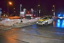 Osobní auto smetl ve středu 16.1.2019 na železničním přejezdu vlak. Nehoda se obešla bez zranění, škoda je 130 tisíc.