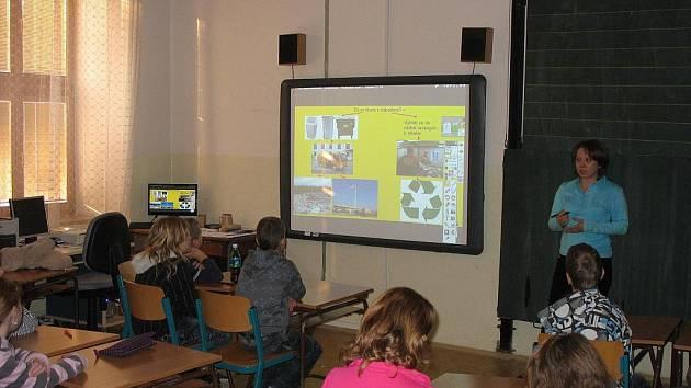 Škola v Kateřinicích na Vsetínsku získala díky přispění Nadace ČEZ novou moderní pomůcku.
