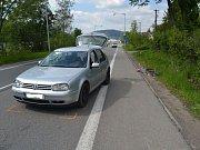 Sobotní dopravní nehoda u výjezdu ze Vsetína směrem na Ústí má za následek další oběť na valašských silnicích. Cyklistka, která se srazila s osobním autem, svým zraněním po několika dnech podlehla.