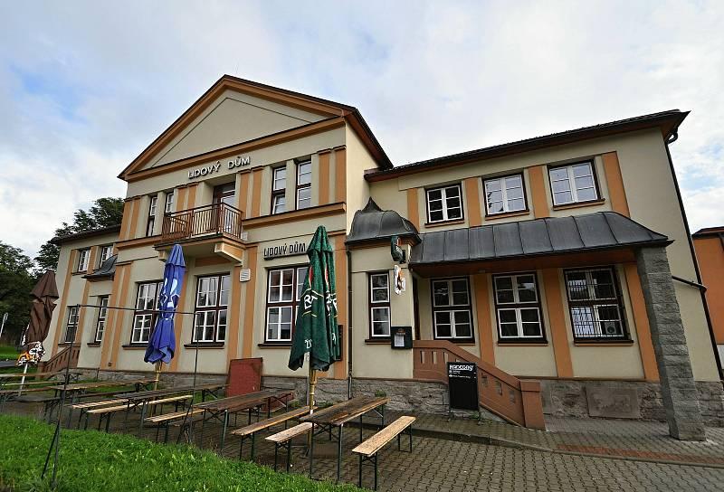 Halenkov - Lidový dům (hotel a restaurace) prošel celkovou rekonstrukcí. Obec jej nyní provozuje sama.