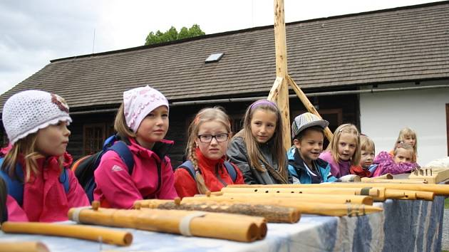 V areálu Karlovského muzea ve Valkých Karlovicích byl zahájen program nazvaný Řemeslné úterky. Akce potrvá do 17. června.