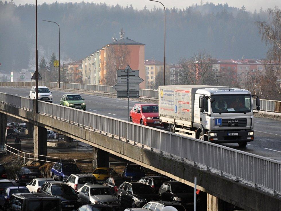 Nadjezd pionýrů ve Vsetíně, který je nejdelším mostem ve Zlínském kraji, čeká v letošním roce zahájení kompletní rekonstrukce. Přijde na 180 milionů korun.