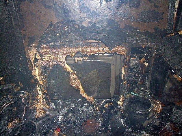 Rozsáhlý požár části rodinného domu v obci Huslenky