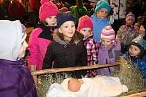 Živý betlém představili 16. a 17. prosince 2017 ve Valašském muzeu v  přírodě tanečníci ec2e0f6d2a