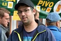 Čtyřiatřicetiletý Martin Filák je fandou vsetínského hokeje a vášnivým sběratelem dresů, hokejek, puků, medailí a dalších suvenýrů. Na snímku z 27. srpna 2021.