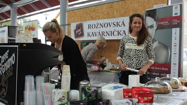 Tradiční Zašovské slavnosti spojené s gastrofestivalem Lovefood se konaly v sobotu na prostranství před Kulturním domem v Zašové. Zajímavý kulinářský a kulturní program nalákal stovky lidí.
