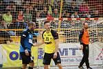Extraligoví házenkáři Zubří (ve žlutém) v 7. kole porazili Brno 32:24.