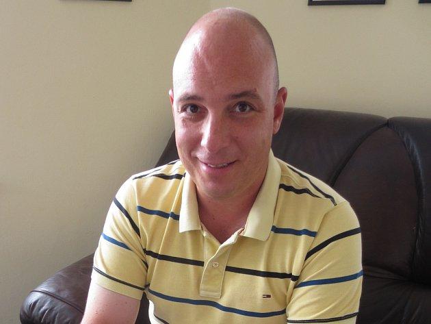 Tomáš Blabla se ve svých 36 letech stal jako první z Moravy držitelem ocenění Hoteliér roku. Zdroj: http://zlinsky.denik.cz/z-regionu/on-line-s-tomasem-blablou-reditelem-resortu-valachy-velke-karlovice-20150702-ka68.html