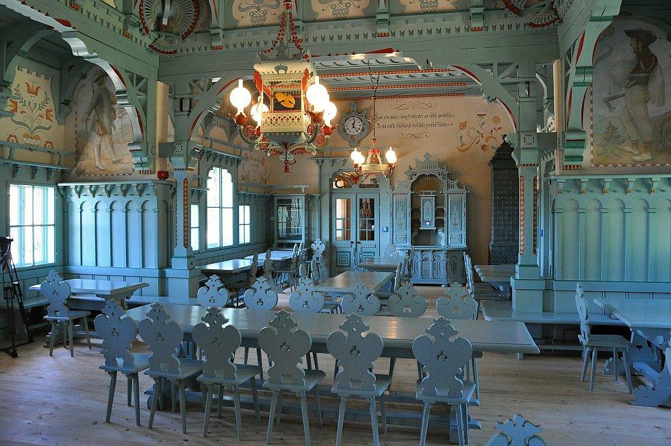 Obnovená jídelny chaty Libušín na Pustevnách v Beskydech; úterý 28. července 2020