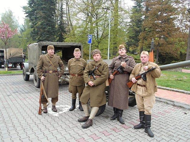 Sobota 2. května patřila ve Vsetíně v Panské zahradě programu nazvanému Osvoboďme Vsetín.