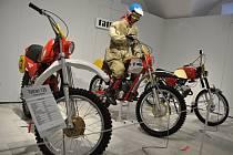 Výstava nazvaná Fenomén motocyklistiky ve výstavních prostorách zámku ve Vsetíně