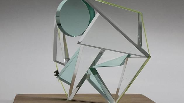 Poznat práci studentů designu skla umožní výstava nazvaná Jiný pohled připravována v Galerii Sýpka ve Valašském Meziříčí.