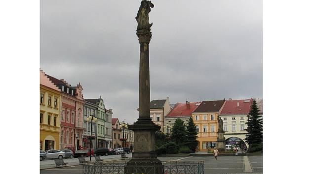 Sloup s Pannou Marií stojí na náměstí ve Valašském Meziříčí od 70. let 17.století.