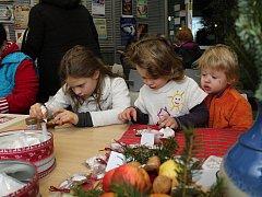 Knihovna lákala vůní perníčků a svíček.Vůně perníčků a svíček přilákala desítky návštěvníků do Turistického informačního centra ve Vsetíně. Konala se tu tradiční akce s názvem Valašské vánoce.