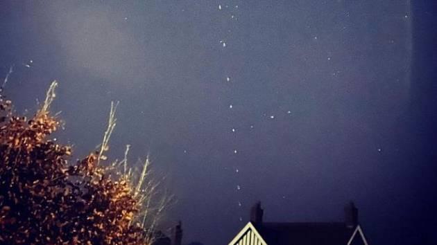 Satelity Starlink na obloze