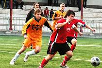 V utkání 1. B třídy Valašské Meziříčí B (oranžové dresy) – Valašská Bystřice vyhráli domácí fotbalisté 3:1.