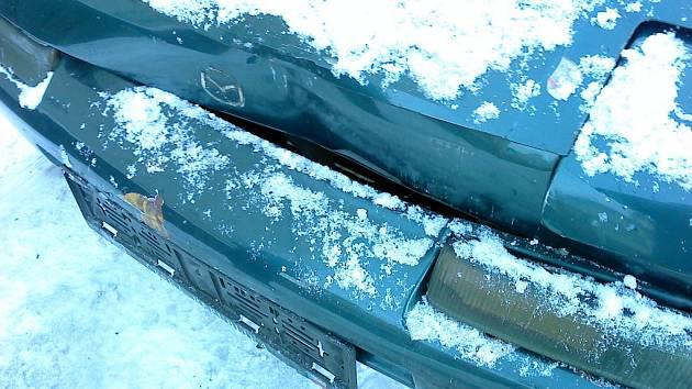 Auto na parkovišti u lázní ve Vsetíně někdo naboural v pátek 7. prosince mezi 13:50 až 14:15. Foceno mobilem.
