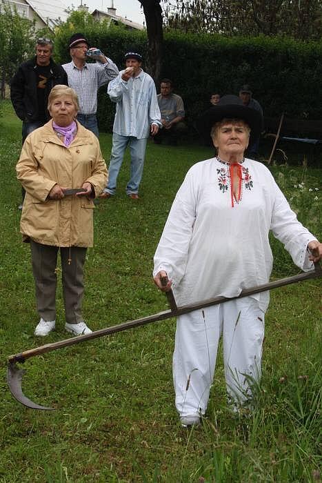Velká cena Valašska v sečení kosú v Semětíně