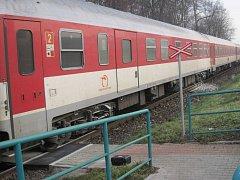 BRZDY vagonu osobního vlaku v Ostrožské Nové Vsi ve čtvrtek 27. února ráno začaly hořet.