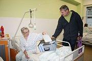 Volit nového prezidenta chtělo na osmdesát pacientů Vsetínské nemocnice. Mezi nimi i Ludmila Brhlová, která letos oslaví osmdesáté narozeniny.
