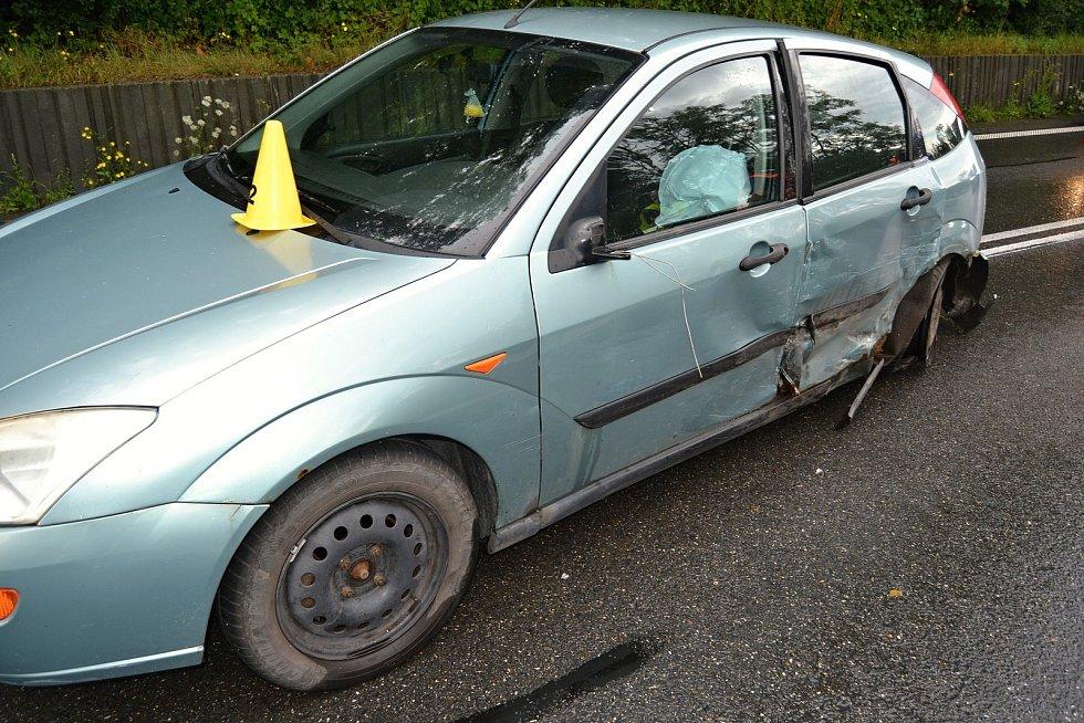 Osobní vůz Ford poničený při dopravní nehodě, která se stala v sobotu 27. července 2019 v Jablůnce.