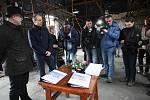 Podepsání smlouvy o dílo na stavbu objektu Libušín na Pustevnách.