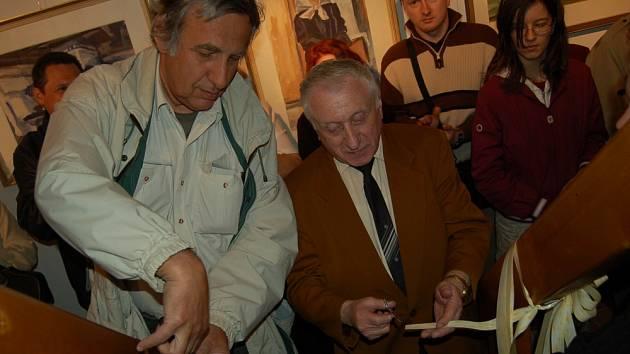 Jiří Kotásek (vlevo) spolu s malířem Luďkem Majerem
