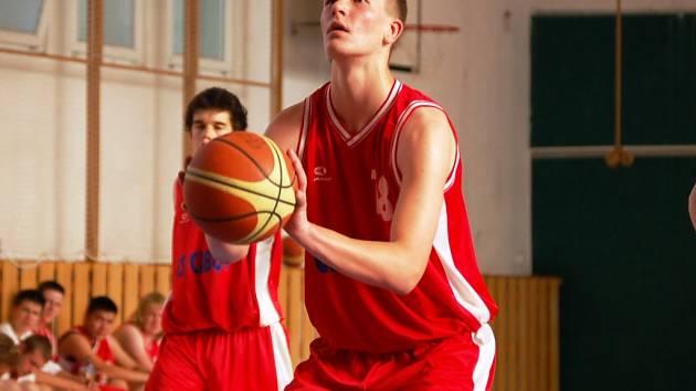 Basketbalista Valmezu U19 Tadeáš Janík.