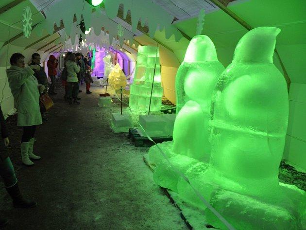 Ledové sochy na Pustevnách v Rožnově pod Radhoštěm. Ilustrační foto.
