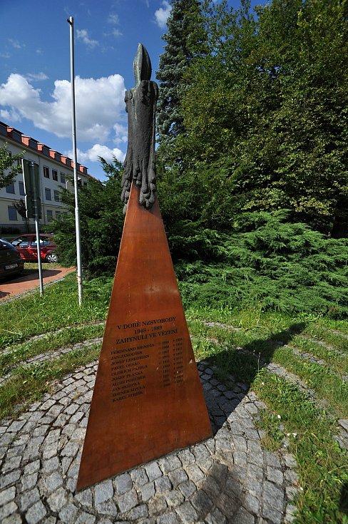 Vsetín - památník obětem totalitních režimů u vstupu do parku Panská zahrada.