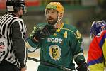 Hokejisté Vsetína (v zeleném) proti Českým Budějovicím - 5. semifinálový zápas