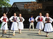 Folklor žije. Vystoupení zahraničních souborů, domácích souborů, malých i velkých tanečníků a zpěváků si milovníci folkloru na letošních Liptálských slavnostech nenechali ujít.