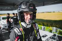Dominik Stříteský z Kelče, úřadující rallyový šampion ve třídě 6, se s parťákem Danny Perseinem rozhodl začít čeřit vody mezi elitou.